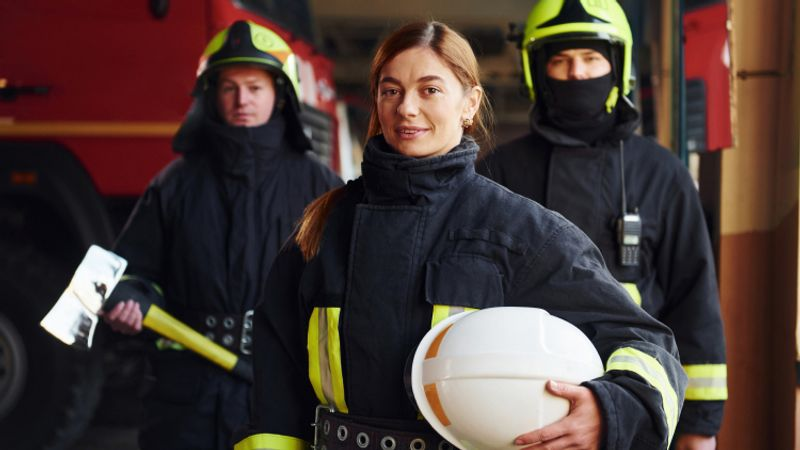 Do you love being a firefighter but would like to move? No problem! Immigrate to Canada as a firefighter. Continue reading to find out how.