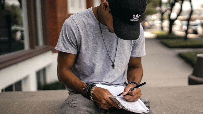 Do you want to study in Canada? Have the perfect university in mind but aren't sure how to write the perfect motivational letter? Take a look at these top tips.