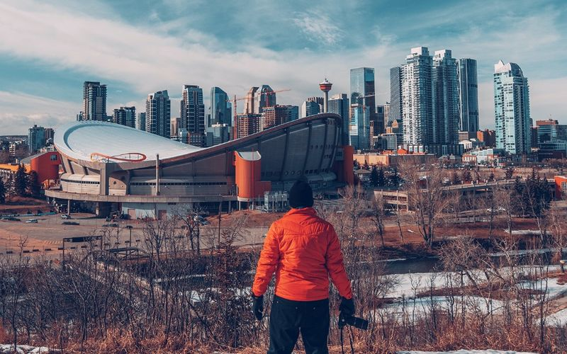 1) Weather, 2) The People, 3) Healthcare… Discover the 5 little-known pros and cons of living in Canada.