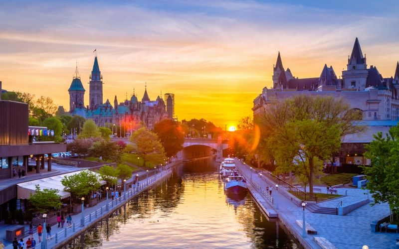 5) Dawson, 4) Whistler, 3) Toronto… Discover the top 5 Working Holiday Visa Destinations in Canada for every type of traveler.