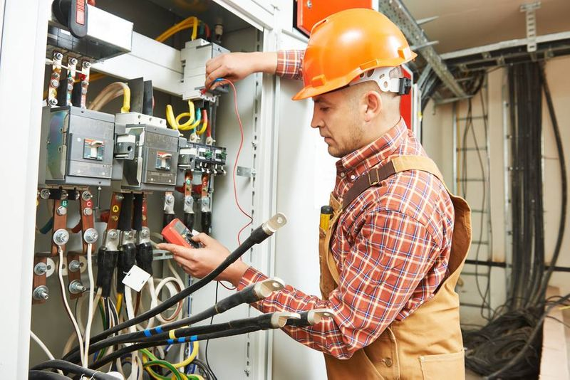 Move to Canada as an industrial electrician and get benefits such as free public healthcare and schooling for you and your loved ones. Keep reading to find out more.