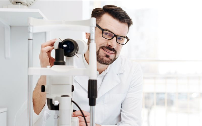 Are you an optometrist? Discover how you can immigrate to Canada in less than a year!