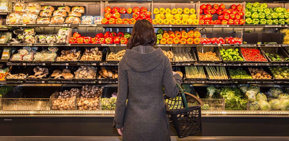 woman browsing groccery shop for fresh vegetables
