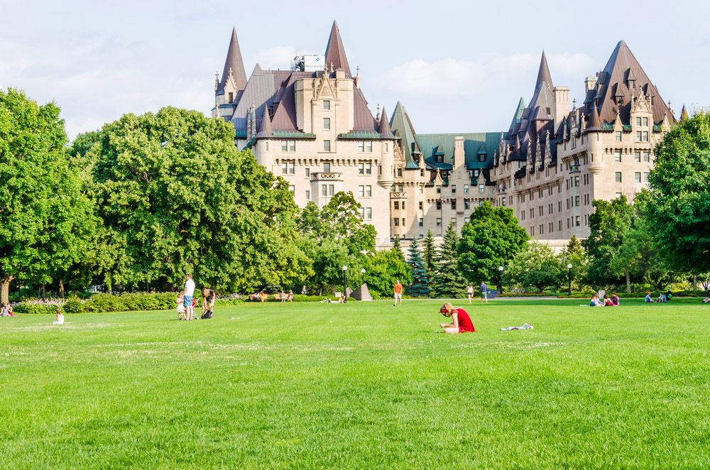 people enjoying the sun on the major hill park lawn