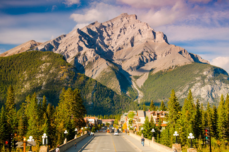 Work in Canada with 400 seasonal jobs in Banff in 2018. Who is hiring? What jobs can you apply for? Learn about the Holiday Working Visa and how it can help