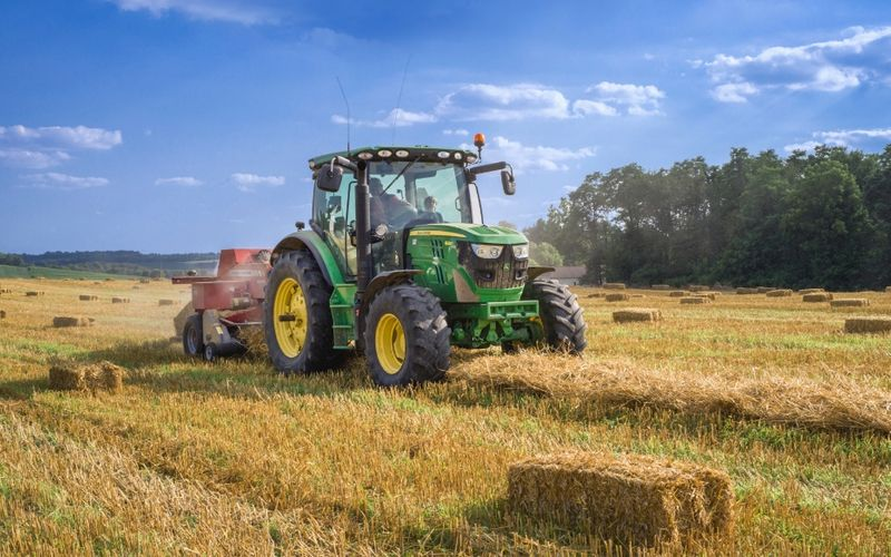 If you enjoy farm and ranch work that comes with a good wage and fair treatment, there are agricultural jobs in Canada in 2021 just waiting to be taken