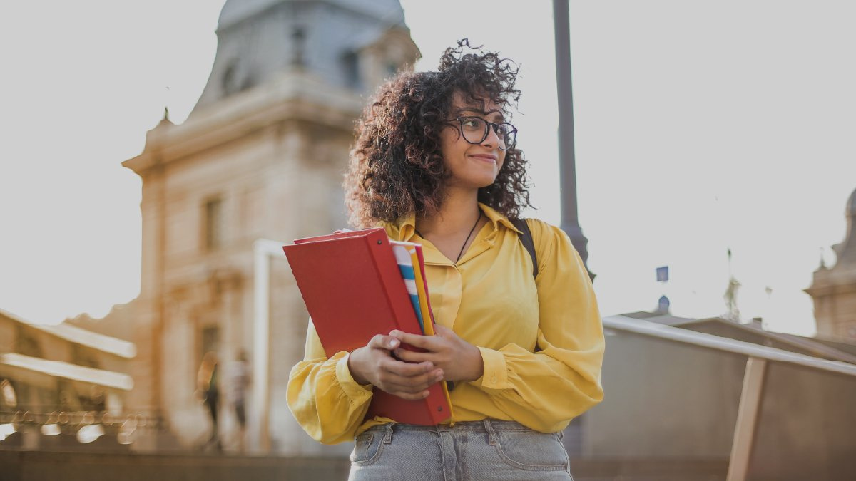 Do you meet the Canada student visa requirements? Check now and discover how to make your study dreams a reality.