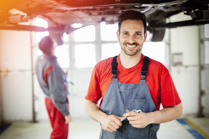 You can easily find work in Canada as a mechanic in these 3 provinces. Keep reading to find out more.