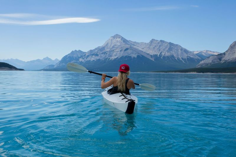 Girl canoeing in Canada | Working Holiday