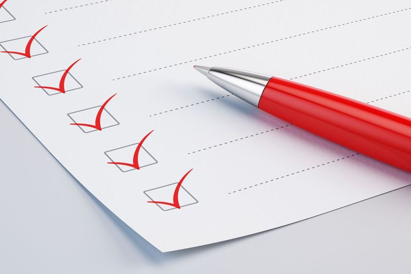 Learn how to get permanent residency through your Canada immigration application with the help of our ultimate Express Entry Checklist!