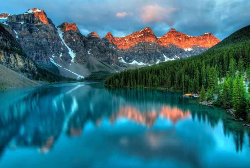 How to immigrate from the Netherlands to Canada and visit lake Moraine