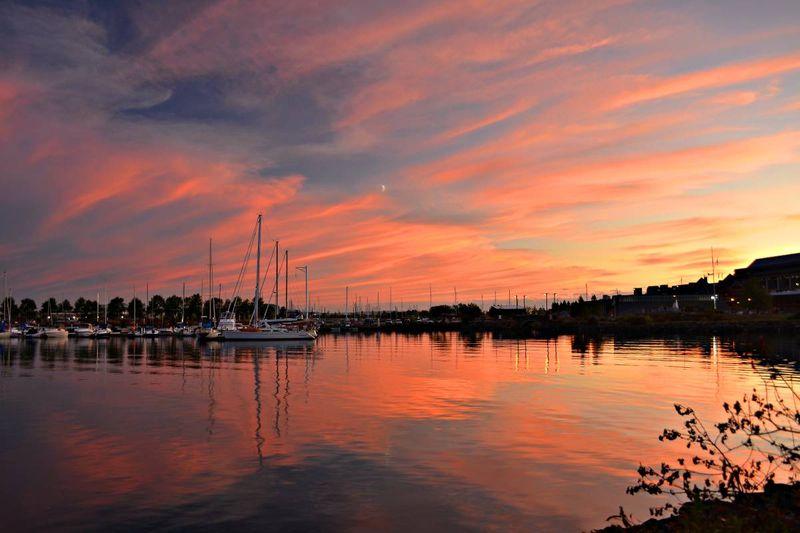 Marina-sunset-in-Thunder-Bay-Ontario-Canada