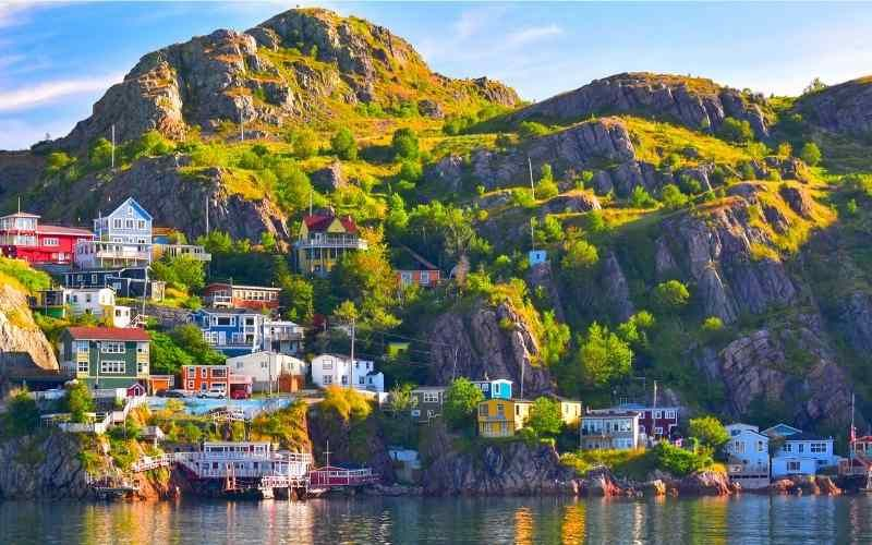 Colourful waterfronts, non-stop boat races, boat rides to France, a street littered with pubs and an interesting story of the non-stop first transAtlantic flight. Here are 10 fun facts about St. John's in Newfoundland & Labrador