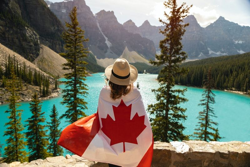 Move to Canada from Chile in 2021. All you have to do is meeta short list of requirements. Learn more about it here.