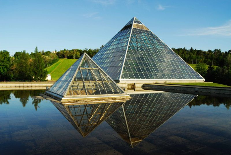 After you've settled comfortably in Edmonton, you should take some time out to do some sightseeing. There are plenty of things to do in Edmonton and it's always good to make the best of the unique attractions that the area has to exhibit.