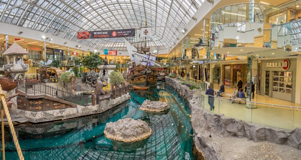 Edmonton Mall with pirate bay display