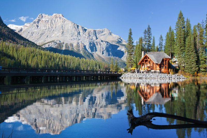 Visit Emerald lake in Alberta with your Canada Working Holiday Visa.
