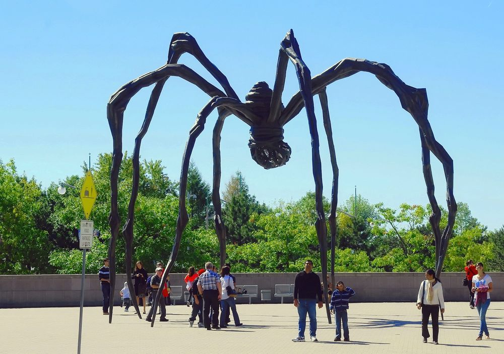 crouching spider at the national gallery of canada