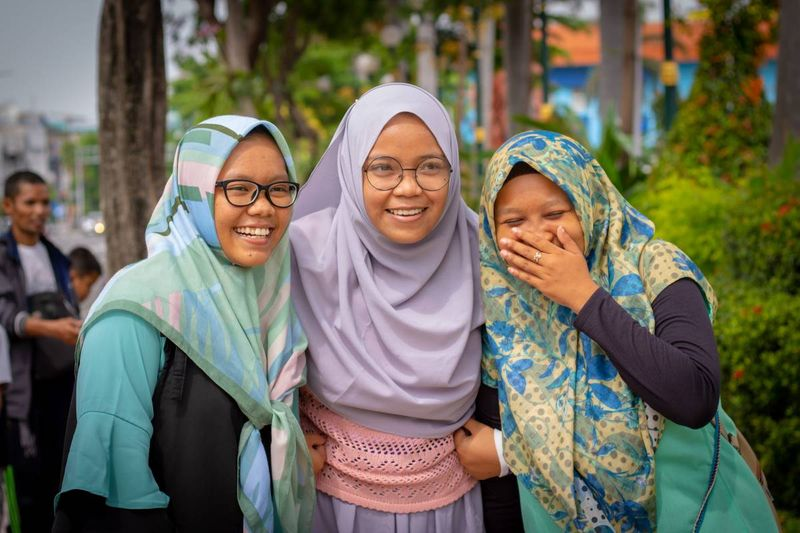 Laughing Islamic girls in Canadian expat community | immigrate to Canada
