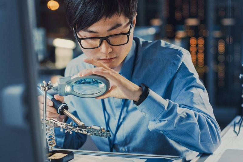 Asian computer technician in lab | move to Canada
