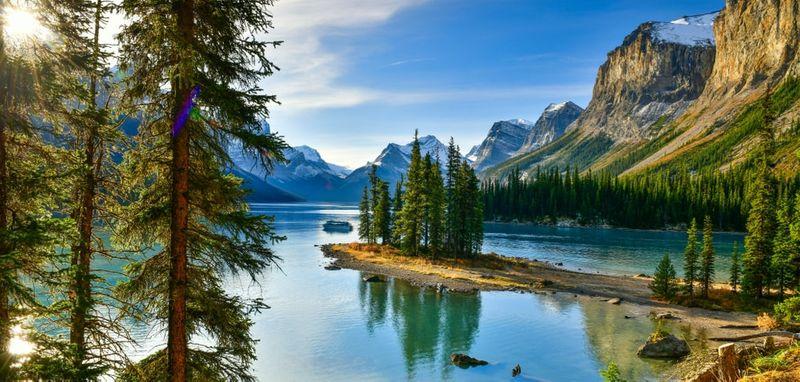 Spirit Island in Malinge Lake Jasper Park Alberta Canada | migrate to Canada