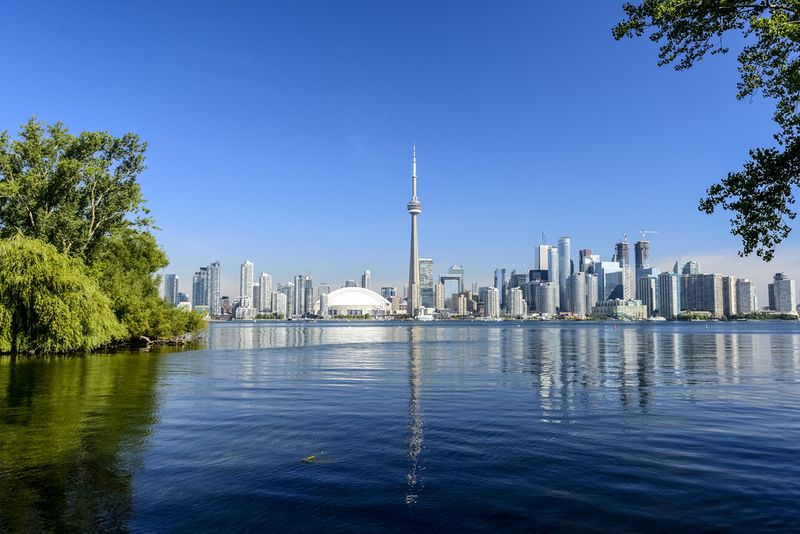 Ontario leads Canadian immigration with over 40% of immigrants choosing to live in the province. Wondering how to immigrate to Ontario? We are here to help you!